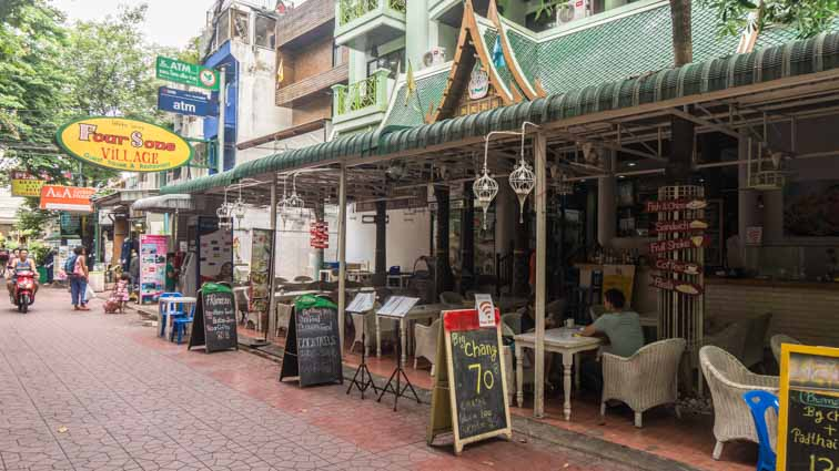 Four Sons Village, Bangkok, Thailand. Travelaar's hotel en guesthouse review