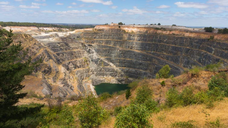 green bushes mine look out west-australië