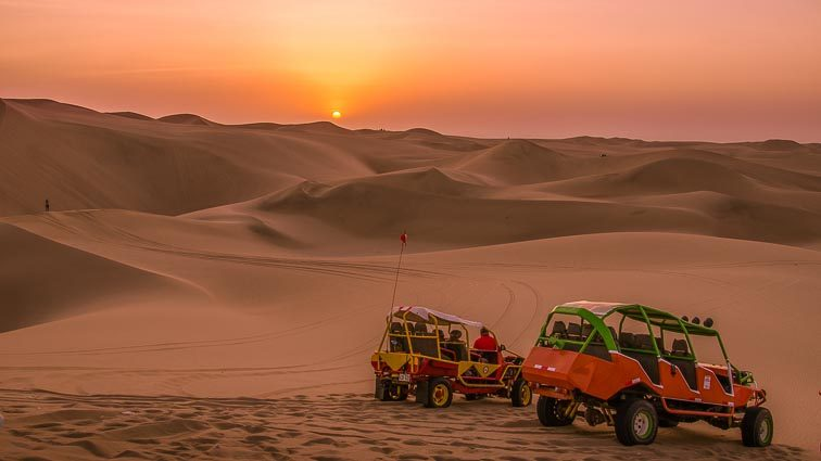Reisroute door Peru. Buggys in de woestijn in Huacachina