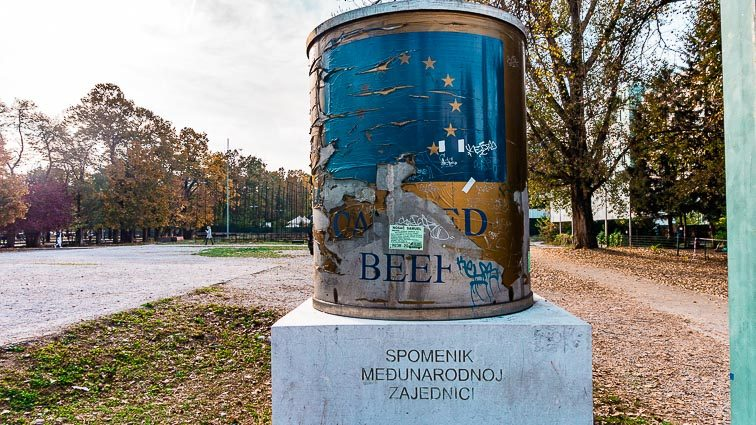 Het canned beef monument